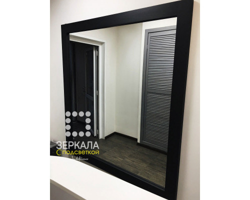 Черное зеркало в раме из массива дерева 160х150