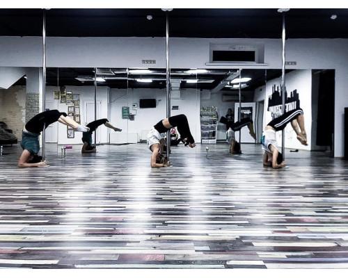 Зеркальные стены для студий танца, йоги и аэробики